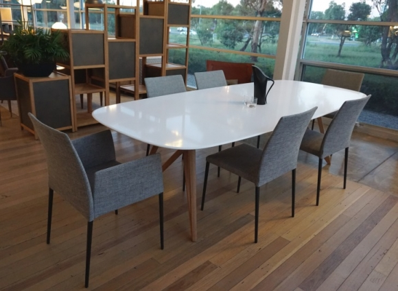 Seito Dining table by Walter Knoll, Walter Knoll Dining table, Walter Knoll dining table with timber legs