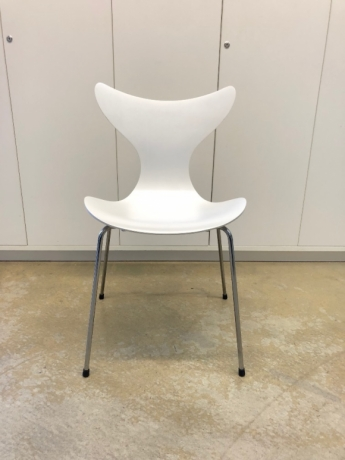 Lily chair by Fritz Hansen